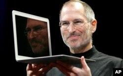 Jobs présentant le nouveau MacBook Air