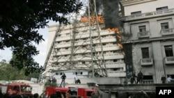 Lửa phát ra tòa nhà thuộc Bộ Nội vụ Ai Cập ở thủ đô Cairo, ngày 22/3/2011