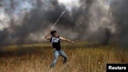 شماری از فلسطینیان به سوی نیرو های امنیتی اسراییل سنگ پرتاب کردند.