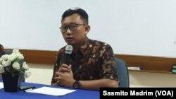Ketua Bidang Advokasi Yayasan Lembaga Bantuan Hukum Indonesia ( YLBHI) Muhammad Isnur. (Foto: Sasmito Madrim/VOA)