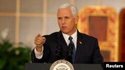 """El vicepresidente de EE.UU., Mike Pence, garantizó que """"no nos vamos a quedar cruzados de brazos viendo cómo se derrumba Venezuela""""."""