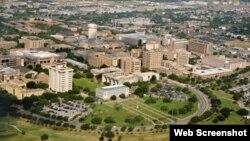 """La universidad declaró un """"código granate"""" alertando de un hombre armado en el área oeste del campus."""
