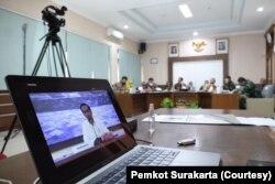 Suasana Presiden Joko Widodo memberi arahan penanganan Covid-19 pada Kepala Daerah se-Jawa Tengah melalui video konferensi saat kunjungan kerja ke Jawa Tengah, Selasa, 30 Juni 2020. (Foto: Pemkot Surakarta)