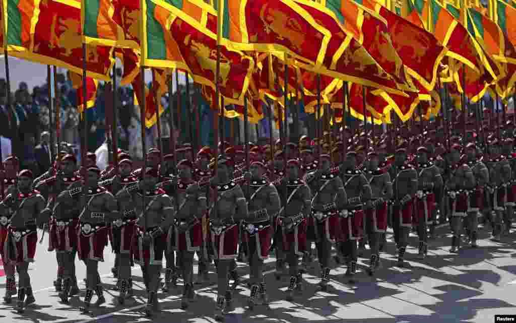 اعضای ارتش سری لانکا در مراسم سالگرد 68 مین روز استقلال