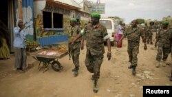 Trung tướng chỉ huy lực lượng UMISOM ở Somalia đến thăm thị trấn Afghoye cách thủ đô Mogadishu 30 km về hướng tây