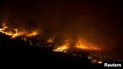 Kebakaran hutan di Las Manchas, bagian barat daya pulau La Palma, Spanyol, awal 5 Agustus 2016. (Foto: dok).