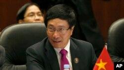 Bộ trưởng Ngoại giao Phạm Bình Minh nói Việt Nam 'vẫn tiếp tục đấu tranh ngoại giao, hòa bình nhằm bảo vệ chủ quyền và không loại trừ biện pháp kiện Trung Quốc ra tòa án quốc tế'.