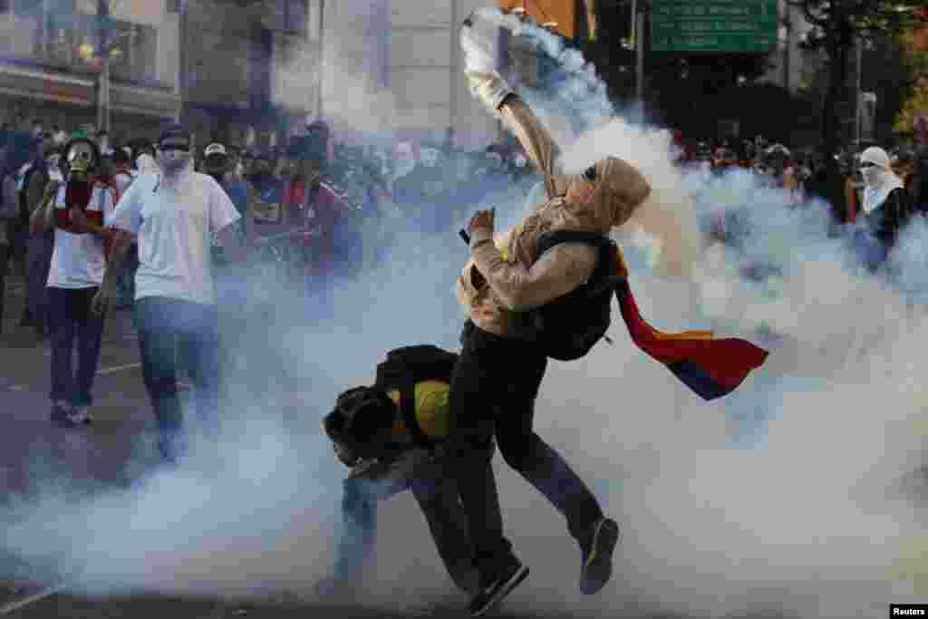 Miles participaron en la manifestación en contra el gobierno de Nicolás Maduro este domingo en Caracas.