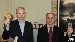 Джулиан Ассандж и Рудольф Элмер