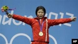 1일 여자 역도 69kg 급에서 금메달을 목에 건 북한 림정심 선수.