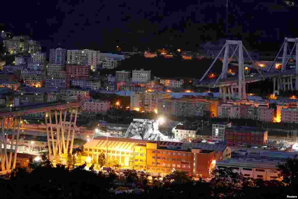 نمایی از یک پل فروریخته در شهر بندری جنوا در ایتالیا. حدود ۴۰ نفر کشته شدند.