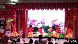 Anak-anak dari berbagai latar etnis mempersembahkan tarian untuk memeriahkan perayaan Imlek di Yogyakarta, dalam kehidupan sehari-hari kerukunan relatif baik di kota ini (Foto: VOA/Nurhadi - dok/ilustrasi)