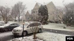 امریکہ کے کئی علاقے سرد ہواؤں اور برف باری کی لپیٹ میں ہیں۔