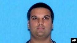جوزف شرایبر ۳۳ سال دارد و سال گذشته میلادی به ارتکاب جرم ناشی از نفرت و آتش زدن یک مکان متهم شد.