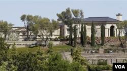 Rumah bergaya puri di Perancis seluas 7.772 meter persegi yang menghadap Teluk San Francisco di California.