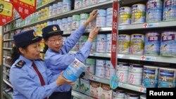 Những mặt hàng nhập khẩu như sữa lỏng, sữa bột, trái cây tươi và thuỷ sản không nằm trong danh sách của 1,142 sản phẩm được cho phép theo mô hình mới của thương mại điện tử xuyên biên giới.