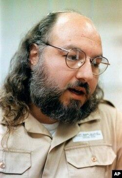 Ông Jonathan Pollard, nguyên là chuyên viên phân tích tình báo làm việc cho hải quân Mỹ. Hoa Kỳ đang xem xét việc thả ông để thúc đẩy hòa đàm Trung Đông