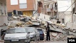 Gempa bumi di Lorca, Spanyol tenggara meruntuhkan gedung-gedung dan menewaskan sedikitnya 6 orang.