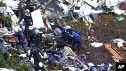 Les débris de l'avion qui s'est écrasé près de Medellín, en Colombie, le 29 novembre 2016.