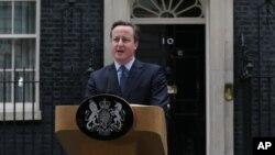 Thủ tướng Anh David Cameron phát biểu trong cuộc họp báo bên ngoài trụ sở tại số 10 phố Downing ở London, ngày 20/2/2016.