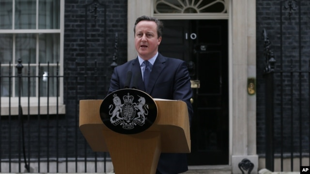 British Prime Minister David Cameron makes a statement outside 10 Downing Street in London, Feb. 20, 2016. Cameron urges London Mayor Boris Johnson to support Britain remaining in the European Union.