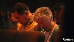 북한에 억류 중인 케네스 배 씨의 부모님이 지난달 8월 미국 시애틀에서 열린 배 씨 석방 촉구 기도회에 참석했다. 어머니 배명희 씨가 눈물을 훔치고 있다.