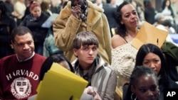 La cifra de estadounidenses que solicitaron subsidios de desempleo alcanzó cifra récord de los últimos nueves meses de 379.000 solicitudes.