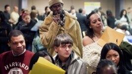 La cifra de estadounidenses que pidió por primera vez el subsidio de desempleo subió en la última semana.
