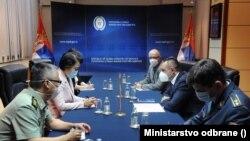 Sastanak ambasadorke Kine Čen Bo i ministra odbrane Aleksandra Vulina (foto: Ministarstvo odbrane)