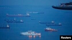 Kapal-kapal dekat pelabuhan di Singapura. (Foto: Ilustrasi)