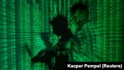 REUTERS/Kacper Pempel (POLAND - Tags: BUSINESS TELECOMS TPX IMAGES OF THE DAY) - RTX10ZB5