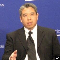 王比尔认为亚裔要主动教育美国社会多元化