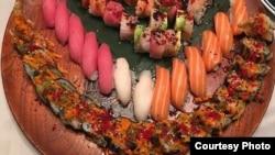 در سوشی ماهی های خام هم سرو می شود.
