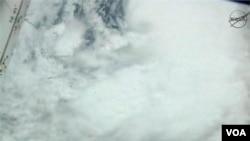 28일 뉴올리언스로 접근하고 있는 허리케인 아이삭의 위성 사진.