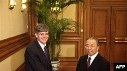 Thứ trưởng Ngoại giao Hoa Kỳ James Steinberg (trái) hội kiến ông Đái Bỉnh Quốc tại Bắc Kinh, ngày 28/1/2011
