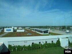 福特公司在密西根州迪尔伯恩的组装厂资料照。(美国之音王南拍摄)