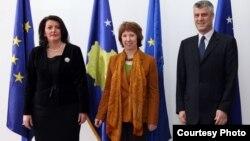 Predsednica Kosova Atifete Jahjaga, visoka predstavnica EU Ketrin Ešton i premijer Kosova Hašim Tači