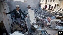 Kuće uništene u vazdušnim napadima blizu aerodroma u Sani, u Jemenu