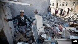 Sana hava alanı yakınlarındaki hava saldırıları sırasında yıkılan evler