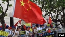 親建制派團體舉行支持政改集會。(美國之音湯惠芸拍攝)