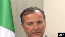 Bộ trưởng Frattini nói rằng EU phải chuẩn bị cho trường hợp dân tỵ nạn Libya kéo tới vì số người chạy lánh bạo động có thể lên tới 350.000 người