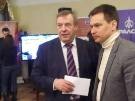 前国家杜马议长谢列兹尼奥夫(左)(美国之音白桦拍摄)