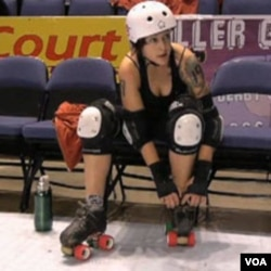 Salah seorang peserta 'roller derby championship' di Denver, Colorado (28/11).