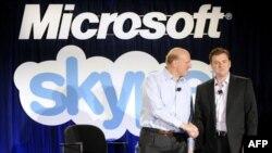 Исполнительный директор Microsoft Стив Балмер и Исполнительный директор Skype Тони Бейтс