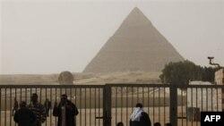 Giza, nơi có các kim tự tháp cổ 4.000 năm thường hấp dẫn 12 triệu du khách mỗi năm, hiện đang đóng cửa và chưa định ngày nào mở lại
