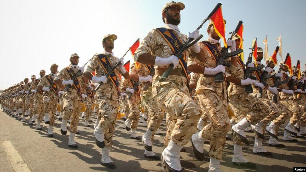 Pasukan Pengawal Revolusi Iran melakukan parade di Teheran.