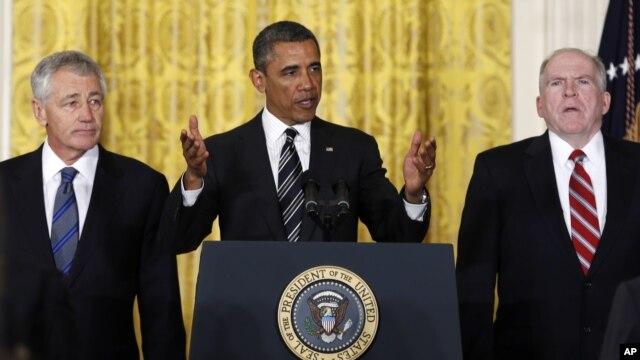7일 백악관에서 차기 국방장관과 중앙정보국 국장에 각각 척 헤이글 전 네브라스카 상원의원(왼쪽)과 존 브레넌 백악관 대테러 국토안보 보좌관(오른쪽)을 지명한 바락 오바마 미국 대통령.