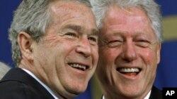 Entre George W. Bush y el presidente Bill Clinton, el estado de EE.UU. gastó más de $2 millones de dólares en 2012.