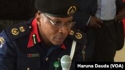 Shugaban Hukumar NSCDC dake Maiduguri, Alhaji Abdullahi Ibrahim wanda ya zanta da Muryar Amurka