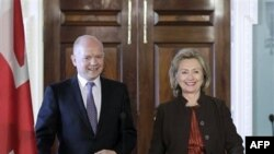 Clinton Dünya Liderleriyle Görüşüyor